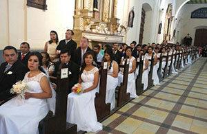Massa-huwelijksvoltrekking Paraguay (foto: Twitter)